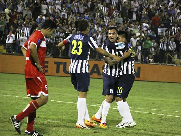 El desorden de San Simón lo aprovechó Pablo Míguez para marcar el segundo de Alianza y su segundo tanto en el torneo (Foto: Miguel Koo Vargas / DeChalaca.com)