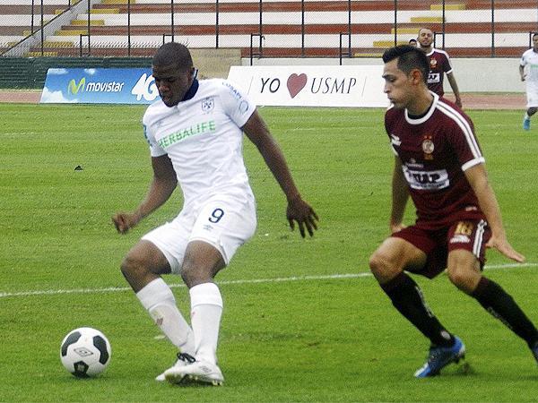 Los problemas en defensa de UTC fueron bien aprovechados por Luis Alberto Perea, que marcó por partida doble en el Callao (Foto: Aldo Ramírez / DeChalaca.com)