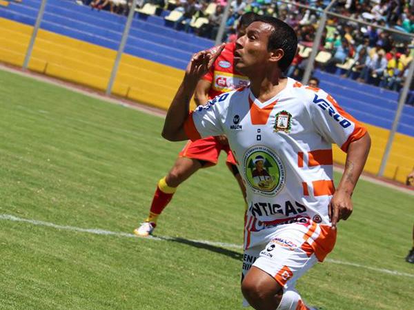 Las individualidades en el mediocampo es lo único que sostiene un balance positivo para Inti Gas  (Foto: Michael Carrión / prensa Ayacucho FC)