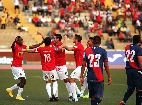 Con su gol a los cuatro minutos frente a Municipal, Hernán Rengifo le facilitó la goleada al Aurich durante la fecha 8 del Torneo del Inca (Foto: diario La Industria de Chiclayo)