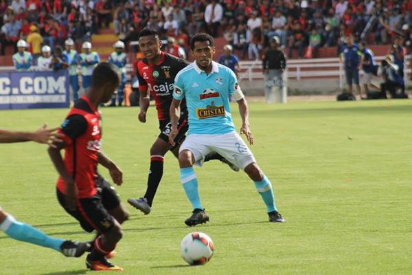 Carlos Lobatón no jugó las finales del 2015. Puede ser clave por su talento disruptivo. (Foto: Iván Carpio / DeChalaca.com)