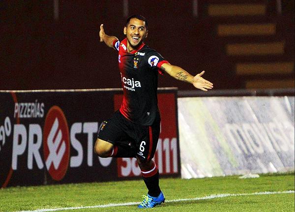 Jean Pierre Barrientos suplió de mejor manera al costarricense Diego Estrada. (Foto: Agencia Click)