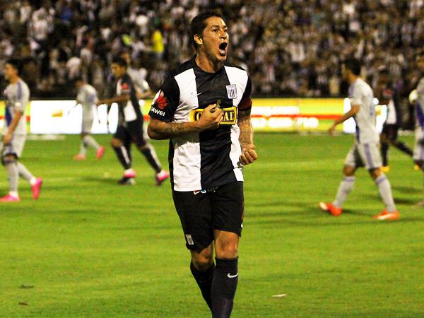 Las licencias que otorgó Ibáñez en defensa se compensaron con goles. (Foto: cortesía Ovación digital)