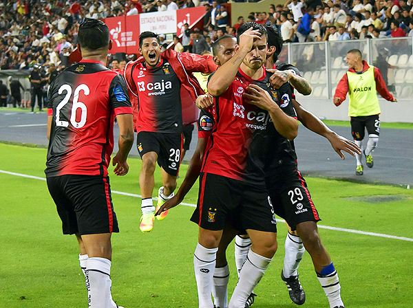 Bernardo Cuesta finiquitó una serie de sucesos que cambiaron el panorama para la 'U'. (Foto: Raúl Chávarry / DeChalaca.com)