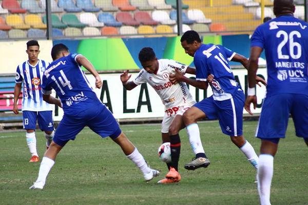 A Tito le cuesta el uno versus uno por su baja potencia física. (Foto: Pedro Monteverde / DeChalaca.com)