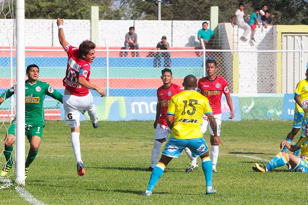 La Bocana no pudo reaccionar ante Aurich, pese a que lo intentó. Aldair Perleche envió un centro para Medrano que culminó en gol. (Foto: diario El Tiempo de Piura)