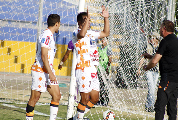 En el mejor momento de Comerciantes, Jesús Arrieta apareció para anotar el 2-0. (Foto: Ciro Madueño)