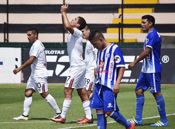Alexander Succar empató el partido tras un pase de Álvaro Ampuero. (Foto: Raúl Chávarry / DeChalaca.com)