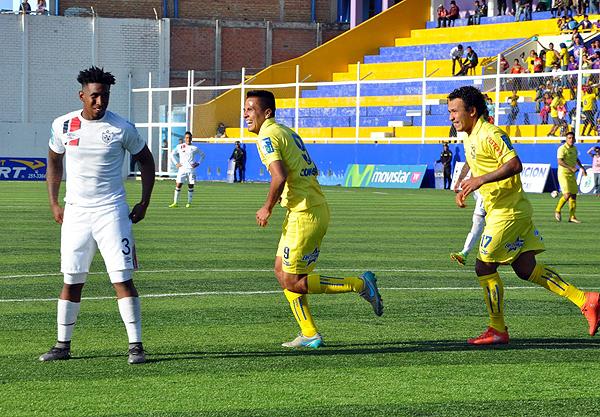 Janio Posito anotó tras extraordinaria acción de Robert Ardiles. (Foto: Mauro Delgado / prensa Comerciantes Unidos)