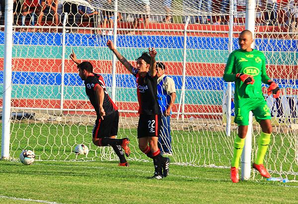 El juego dinámico de Melgar se llevó por encima a La Bocana. (Foto: Hugo Silva / diario La Hora de Piura)