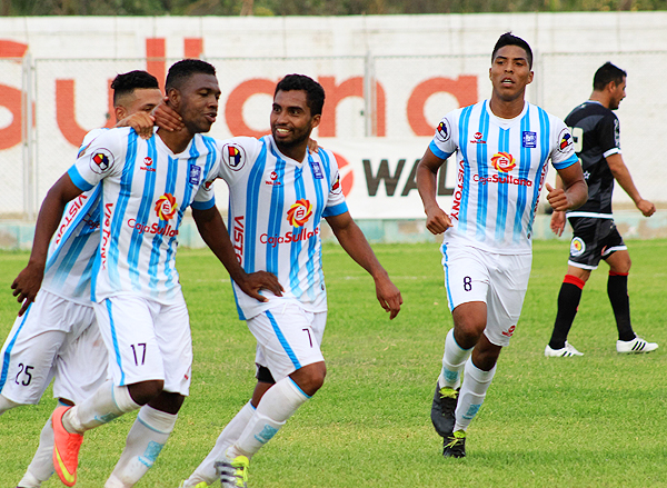 Aponzá terminó como máximo goleador del torneo con treinta goles. Ello le valió para regresar a su país con el Junior de Barranquilla. (Foto: diario El Tiempo de Piura)
