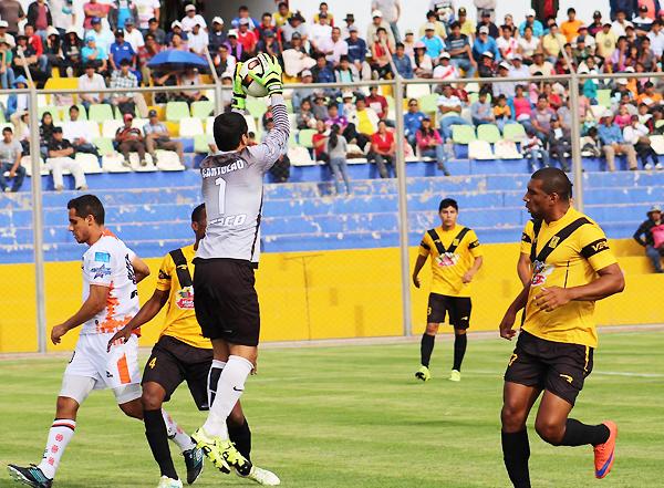 Nicosia y Carmona pondrán la cuota de experiencia en Cantolao. (Foto: Michael Carrión / prensa Ayacucho FC)