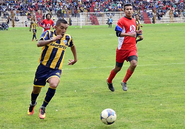 Edson Chacaliaza se convierte en una de las piezas que sobrevivieron del ascenso. (Foto: prensa Sport Rosario)