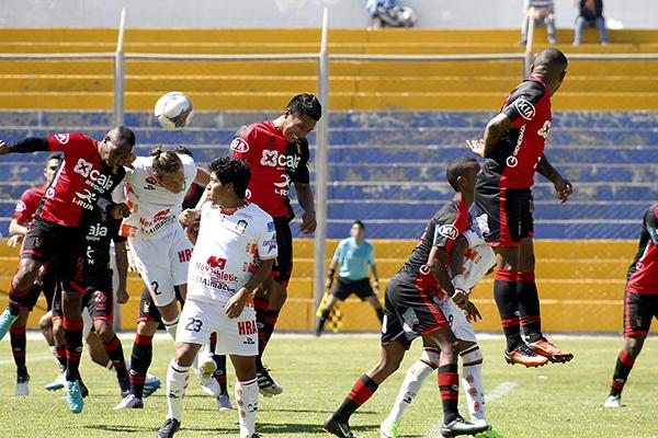 Salvo algunas jugadas de Mimbela o las apariciones de Sixto Ramírez, lo de Ayacucho fue muy poco ante Melgar. (Foto: Ciro Madueño)