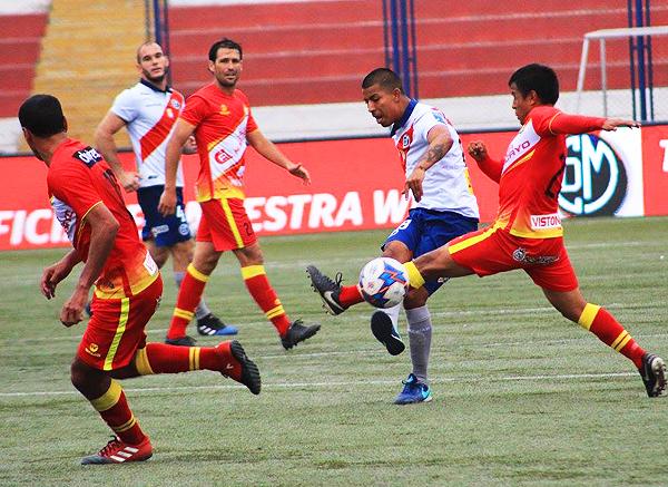 Montes necesitó un acompañante para que Huancayo genere más peligro. (Foto: prensa Deportivo Municipal)