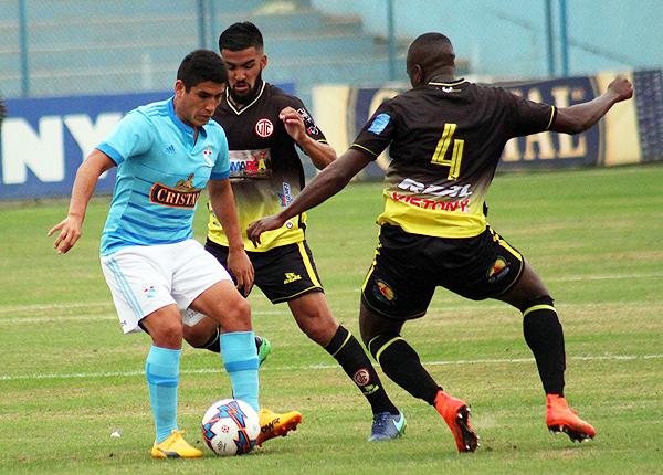 Irven Ávila fue nuevamente el destacado en la ofensiv rimense. (Foto: prensa Sporting Cristal)