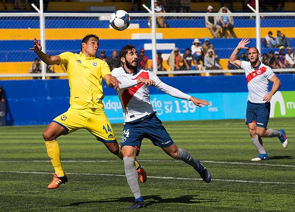 Jankarlo Chirinos no estuvo preciso de cara al arco, más allá de haber encontrado espacios en la zona de Luis Calderón. (Foto: Jhon Llatas)
