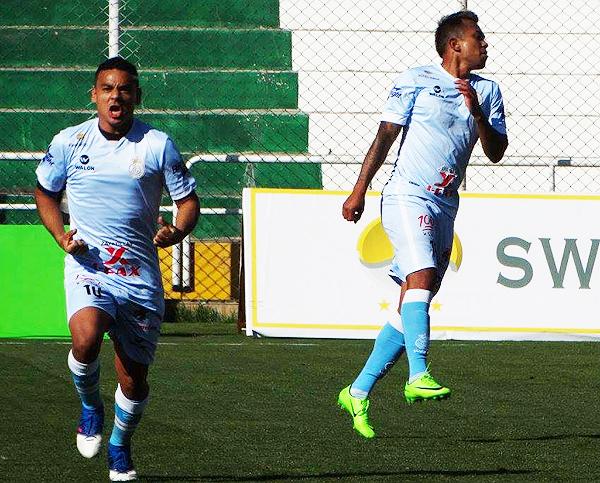 Alfredo Ramúa y Joazhiño Arroé celebran el tanto del triunfo. (Foto: prensa Real Garcilaso)