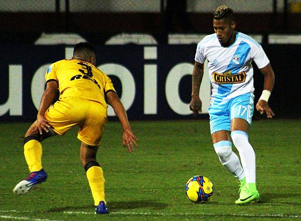 Sandoval fue expulsado en la parte final. (Foto: prensa Sporting Cristal)