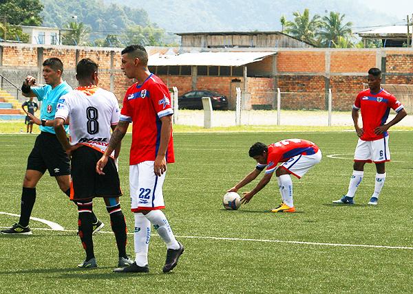 Manco puso el balón en el césped y con absoluta confianza marcó un gran gol de tiro libre. (Foto: Jhon Guevara)