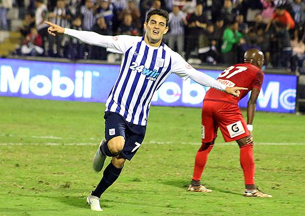 Aguiar celebró ante Aurich. Alianza Lima es el puntero del Apertura. (Foto: Pedro Monteverde / DeChalaca.com)