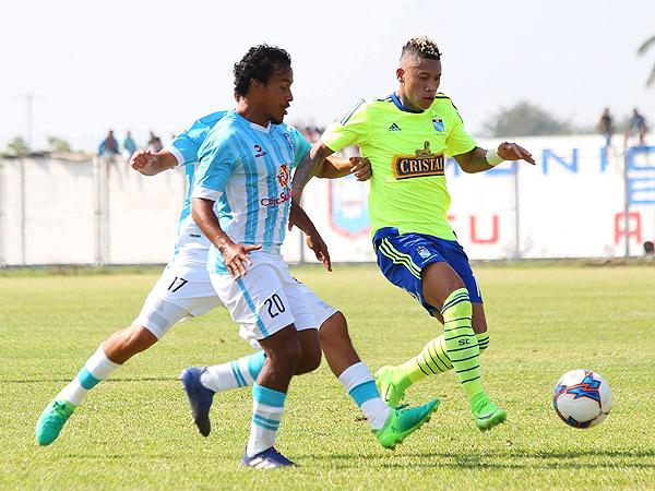 Sandoval supera en velocidad a Carlos Fernández. (Foto: diario La Hora de Piura)