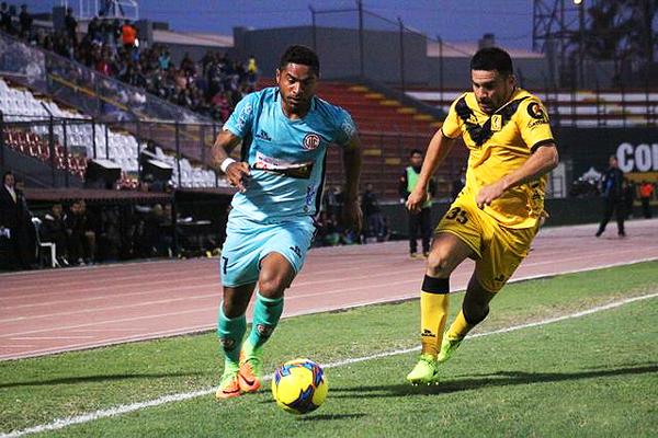 Guerrero no tuvo tantos espacios para desplegar su juego. (Foto: Víctor Granda / Zoom Deportivo Perú)
