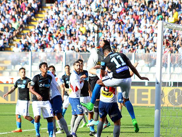 Delgado tuvo actividad, sobre todo en el primer tiempo. (Foto: Pedro Monteverde / DeChalaca.com)