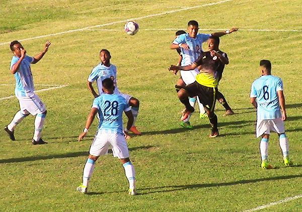 Joao Villamarín no tuvo fortuna ante la marca absoluta de Alianza Atlético. (Foto: César Acha / diario La Hora de Piura)
