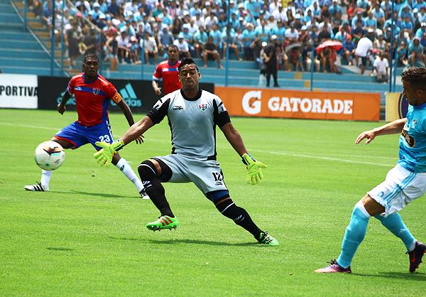 No hay quien le pueda discutir el titularato a Alexander Araujo en el arco de Comercio. (Foto: Pedro Monteverde / DeChalaca.com)