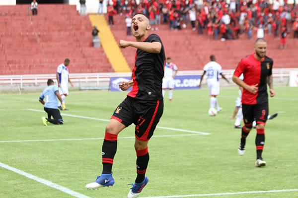 Patricio Arce y la celebración del primer gol de Melgar ante Comercio. (Foto: cortesía Ovación Digital)