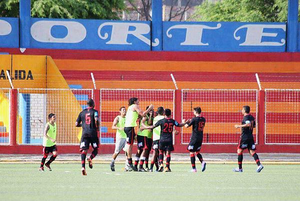 Celebración del gol de Patricio Arce, el del triunfo para Melgar. (Foto: diario La Hora de Piura)