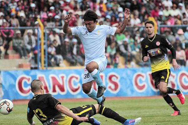 Robert Ardiles se hizo sentir en el inicio del partido y poco pudo hacer para revertir la goleada que recibió su equipo (Foto: prensa Real Garcilaso)