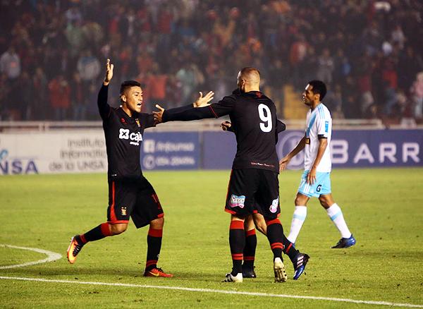 El gol de Daniel Chávez desató la polémica en el Monumental de la UNSA. El atacante de Melgar estaba en offside. (Foto: Agencia Click)