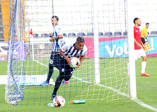Kevin Quevedo y la celebración de uno de los cuatro goles que le convirtió a Aurich (Foto: Pedro Monteverde / DeChalaca.com)