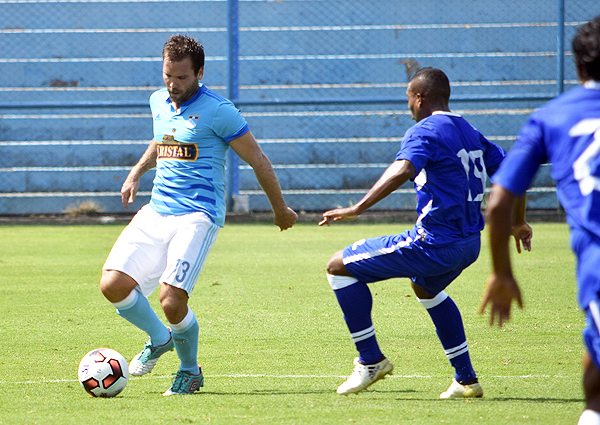 Cristal sentenció el partido temprano. Sin embargo, falló goles cantados como el de Renzo Revoredo en la segunda mitad. (Foto: Rául Chávarry / DeChalaca.com)