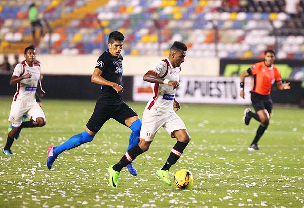 Edwuin Gómez fue uno de los jugadores que aportó con velocidad en la novedosa volante crema. (Foto: prensa Universitario)