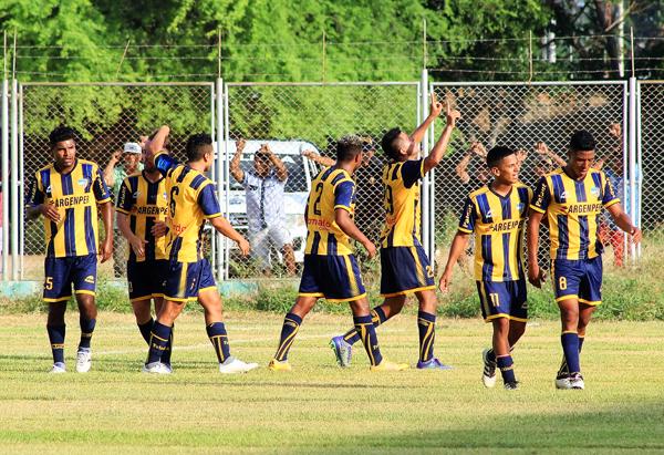Sport Rosario celebra su primer lugar de grupo en el Melanio Coloma. (Foto: diario El Tiempo de Piura)