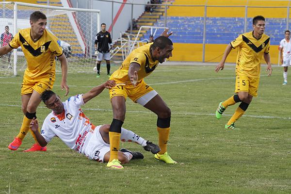 Cantolao gozó de mayores chances de anotar, pero al final se dejó remontar por su inferioridad numérica. (Foto: Ciro Madueño)