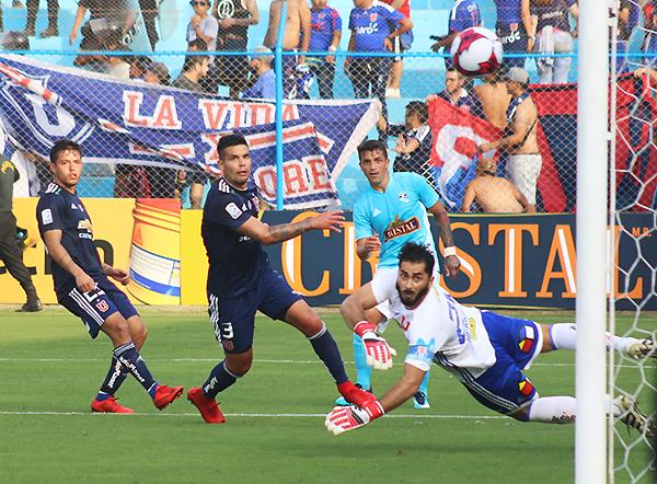 Costa bate a Herrera y decreta el triunfo de Cristal en su presentación. (Foto: Pedro Monteverde / DeChalaca.com)