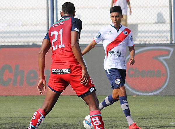 Manzaneda llegó a Municipal para darle fútbol y potencia. Se espera la sociedad con Lavandeira. (Foto: Brian Bertie / DeChalaca.com)