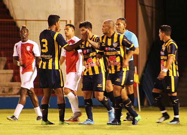 Etchemaite demostró sus condiciones como goleador en la presentación. (Foto: Antony Cúper / Visión Deportiva Huaraz)