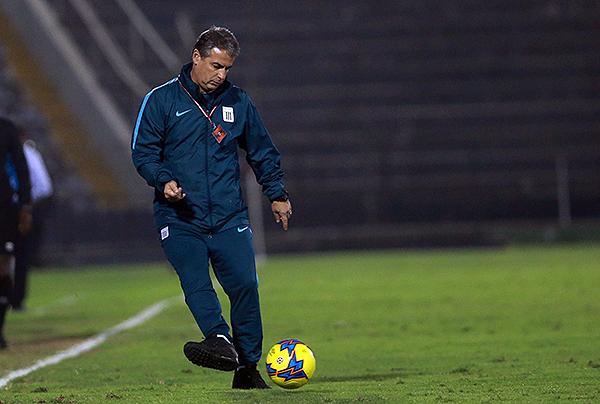 Pablo Bengoechea la conoce. Está acostumbrado al fútbol peruano. (Foto: Andina)