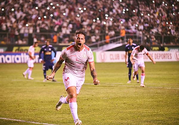 Germán Denis grita el gol ante Cristal y las tribunas con hinchas cremas se hicieron notar. (Foto: Álex Melgarejo / DeChalaca.com)