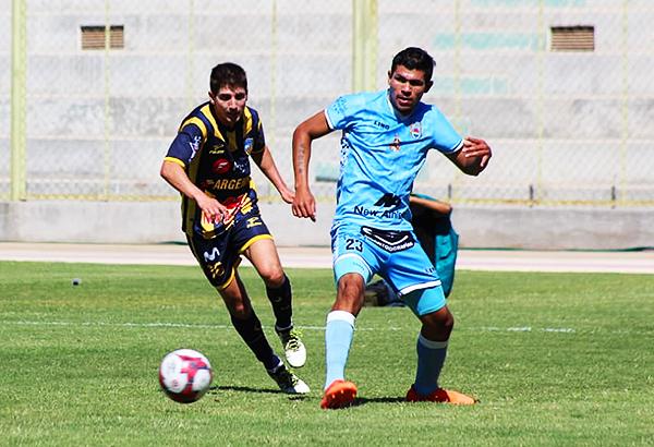 Héctor Zeta cumplió ante un Faríhd Jasaui que no la pasó bien en Moquegua. (Foto: Marcos Silva / Prensa Binacional)