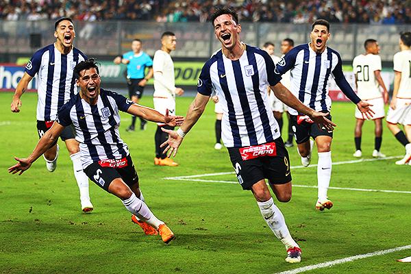 Mauricio Affonso celebra el gol que puso en ventaja a Alianza Lima. (Foto: Pedro Monteverde / DeChalaca.com)