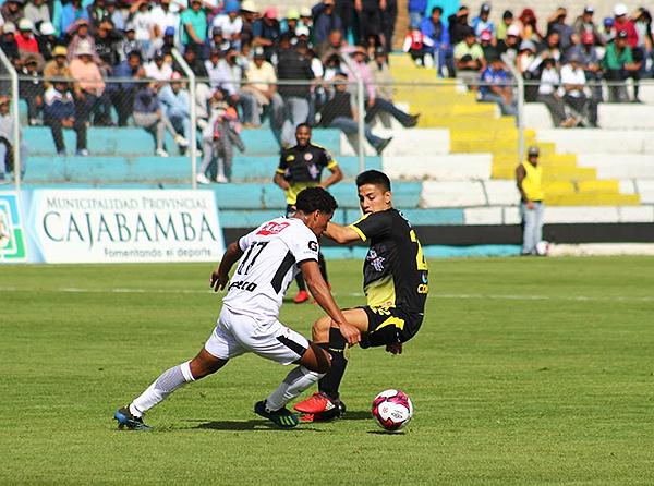 Oshiro Takeuchi se escapa de la marca de Jorge Murrugarra. (Foto: cortesía Luis Padilla)