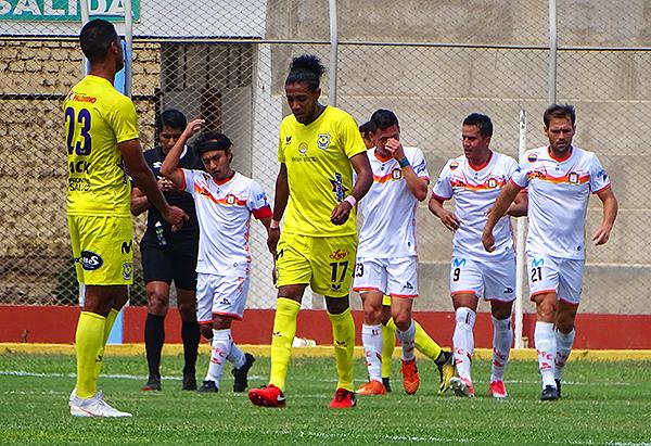 José Anthony Rosell celebra uno de los tantos con que Ayacucho derrotó a Comerciantes. (Foto: Larry Jalk / DeChalaca.com)