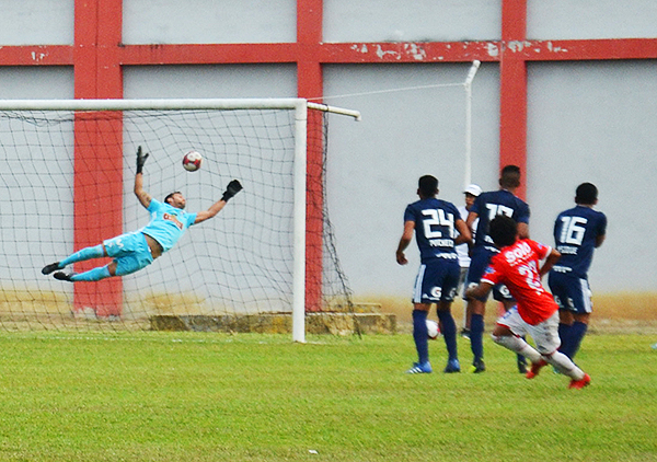 Willyan Mimbela y el golazo con que Comercio derrota a Cristal. (Foto: Jhon Guevara)