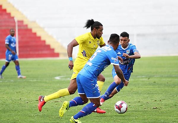 Jonathan Acasiete emprende velocidad mientras David Dioses y Ángel Ojeda lo siguen. (Foto: cortesía Luis Padilla)